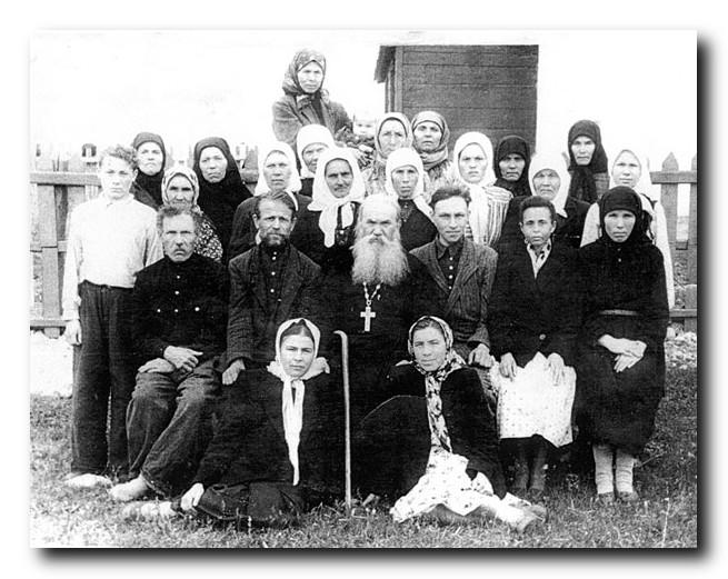 прп.исповедник Гавриил с духовными чадами-1959